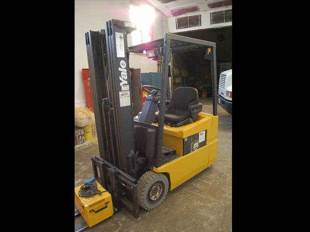 Used Yale 3 Wheel Electric Forklift